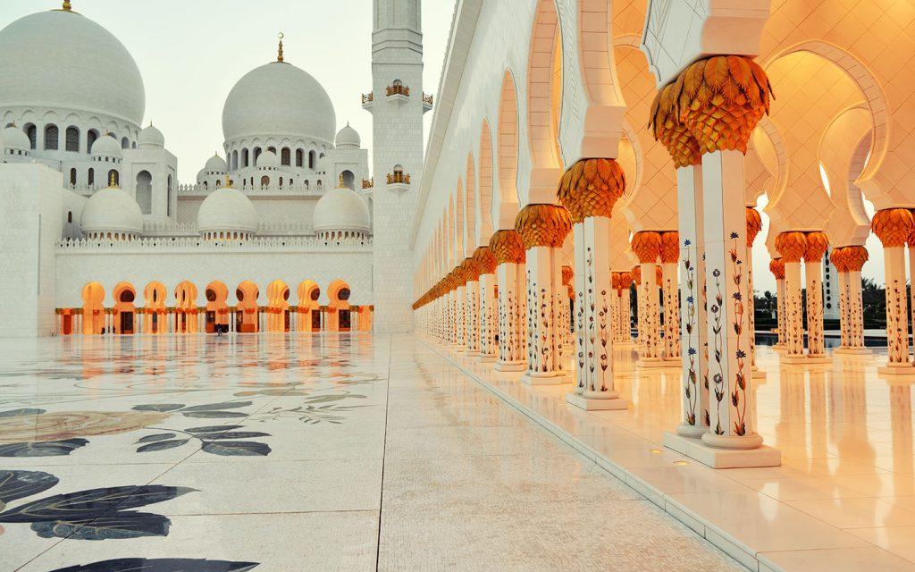 Sheikh Zayed Mosque courtyard and pillars