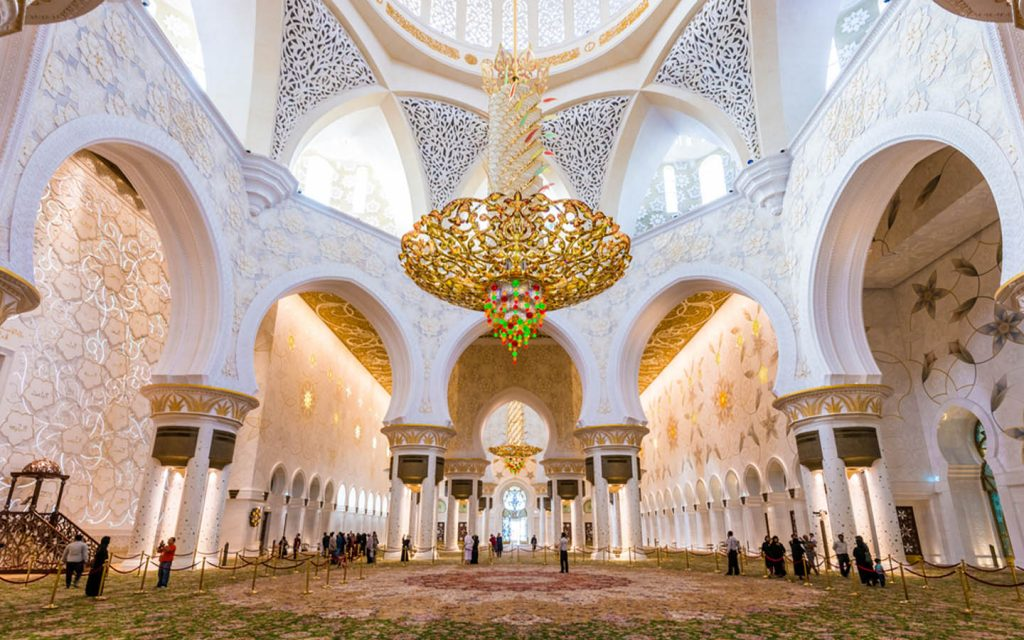 chandelier and carpet in the grand mosque in Abu Dhabi