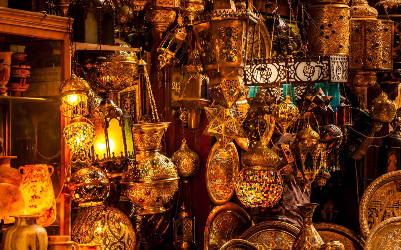 Traditional lamp shop in Souk Al Bahar