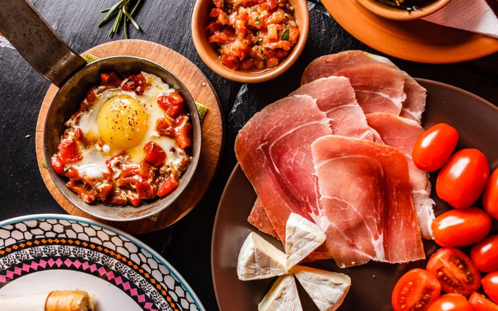 tomatoes, ham, cheese and egg to prepare a Spanish dinner