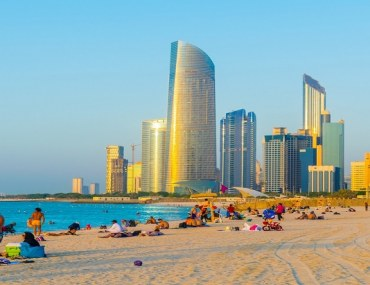 Abu Dhabi Corniche beach activity