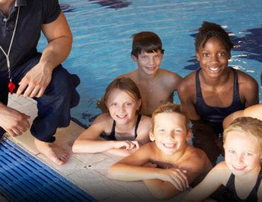 أطفال في المسبح