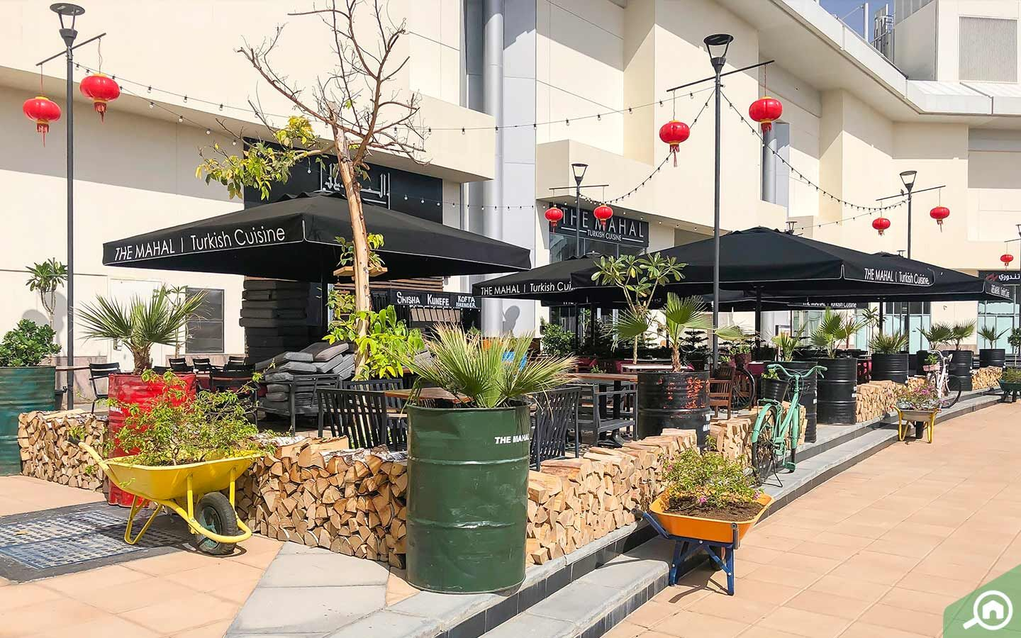 Outdoor seating of Mahal Turkish Cuisine at Dragon mart dubai