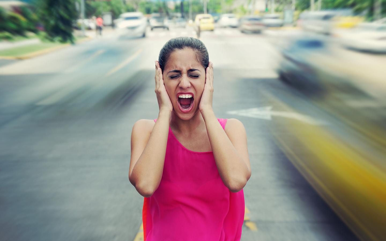 امرأة في الشارع