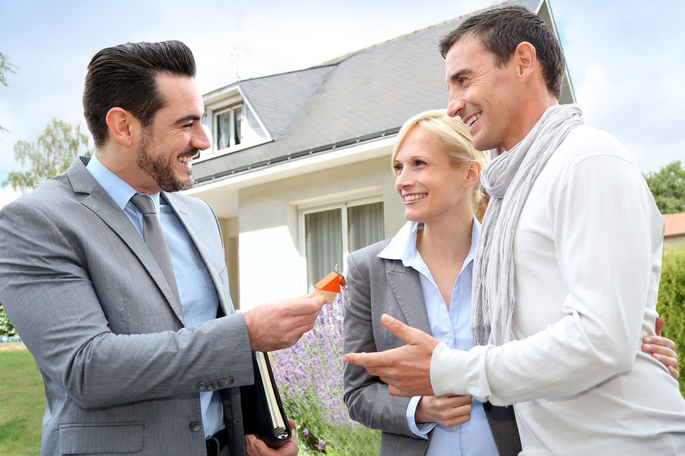 The benefits of hiring a good estate agent in the uae for Modern house estate agents