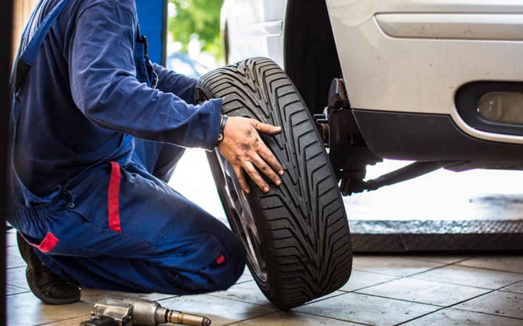 Dubai car care professionals come to doorsteps to install car tyres