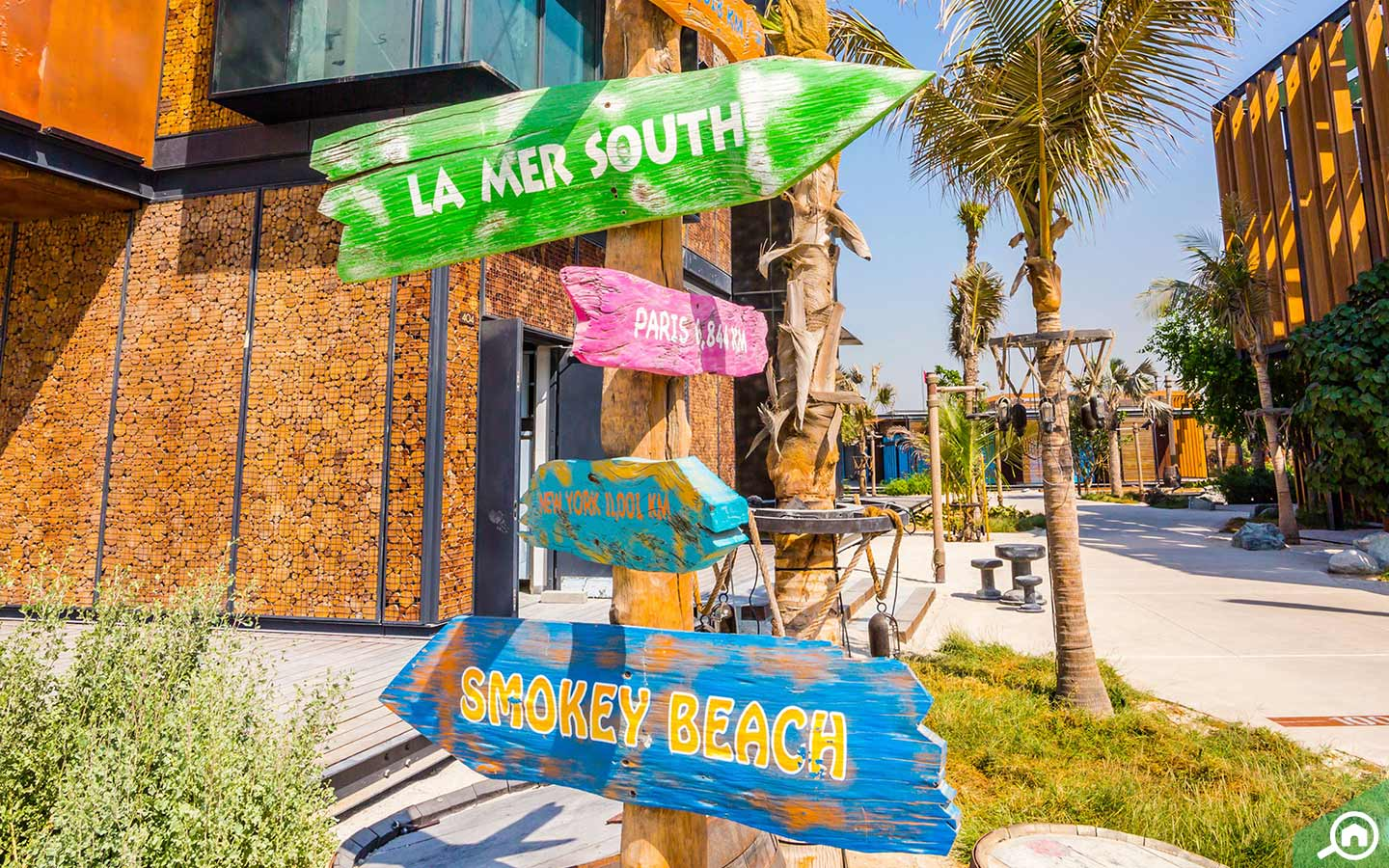 If lying on the beach isn't your thing, there are plenty of shopping and restaurants in La Mer to keep you occupied.