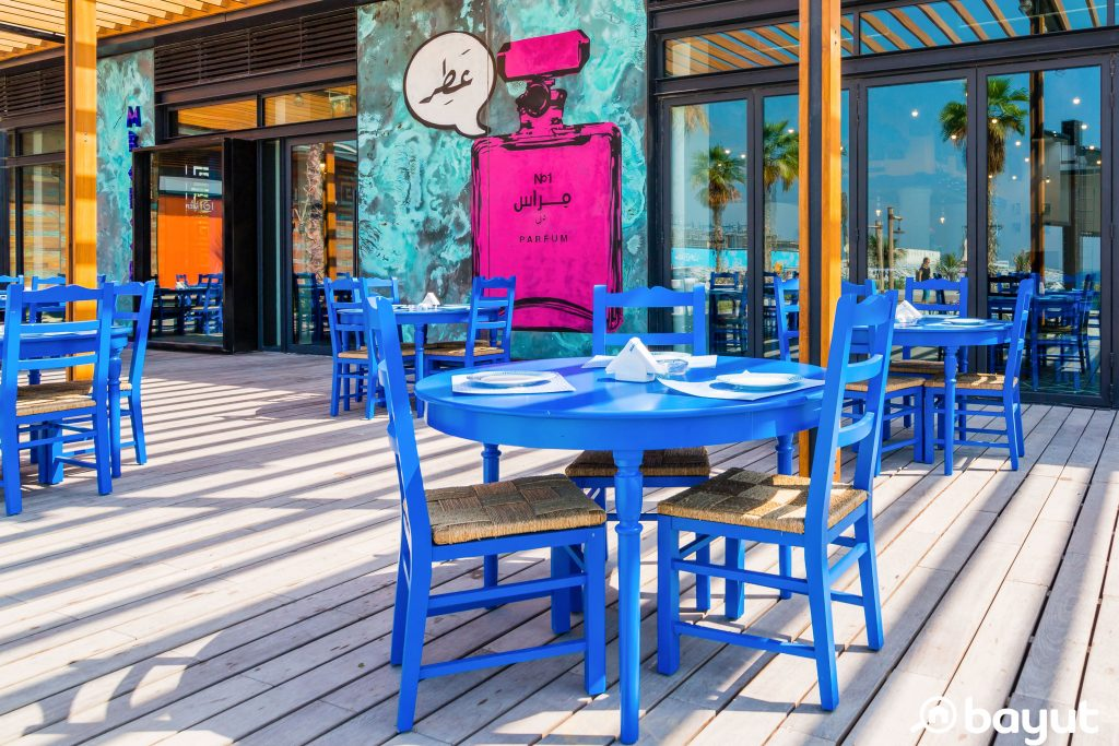 One of the hipster-looking restaurants in La Mer with an outside terrace full of sky-blue tables and graffiti on the walls