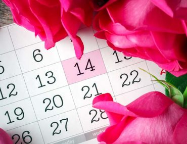 Valentine's Day calendar with pink roses