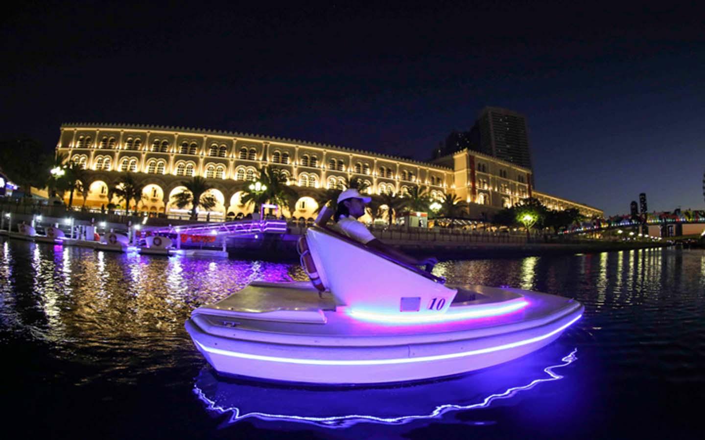 قارب مائي كهربائي