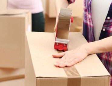 A women taping a box as she plans Dubai to RAK relocation