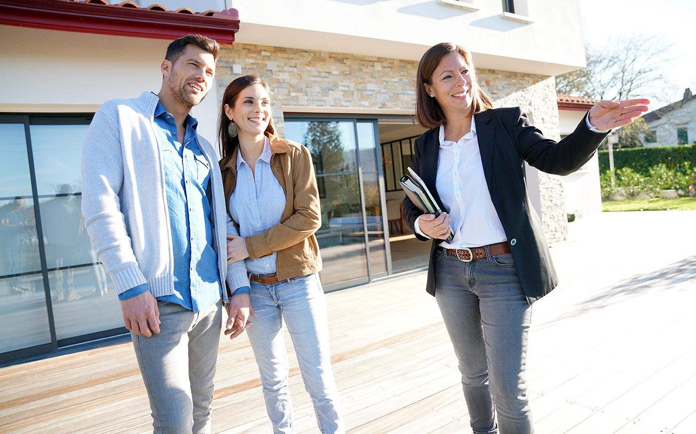 الاستعانة بخبير عقاري هو خطوة أخرى هامة وجدية في عملية الشراء، حيث يمكن له اكتشاف العيوب المنزل الرئيسية
