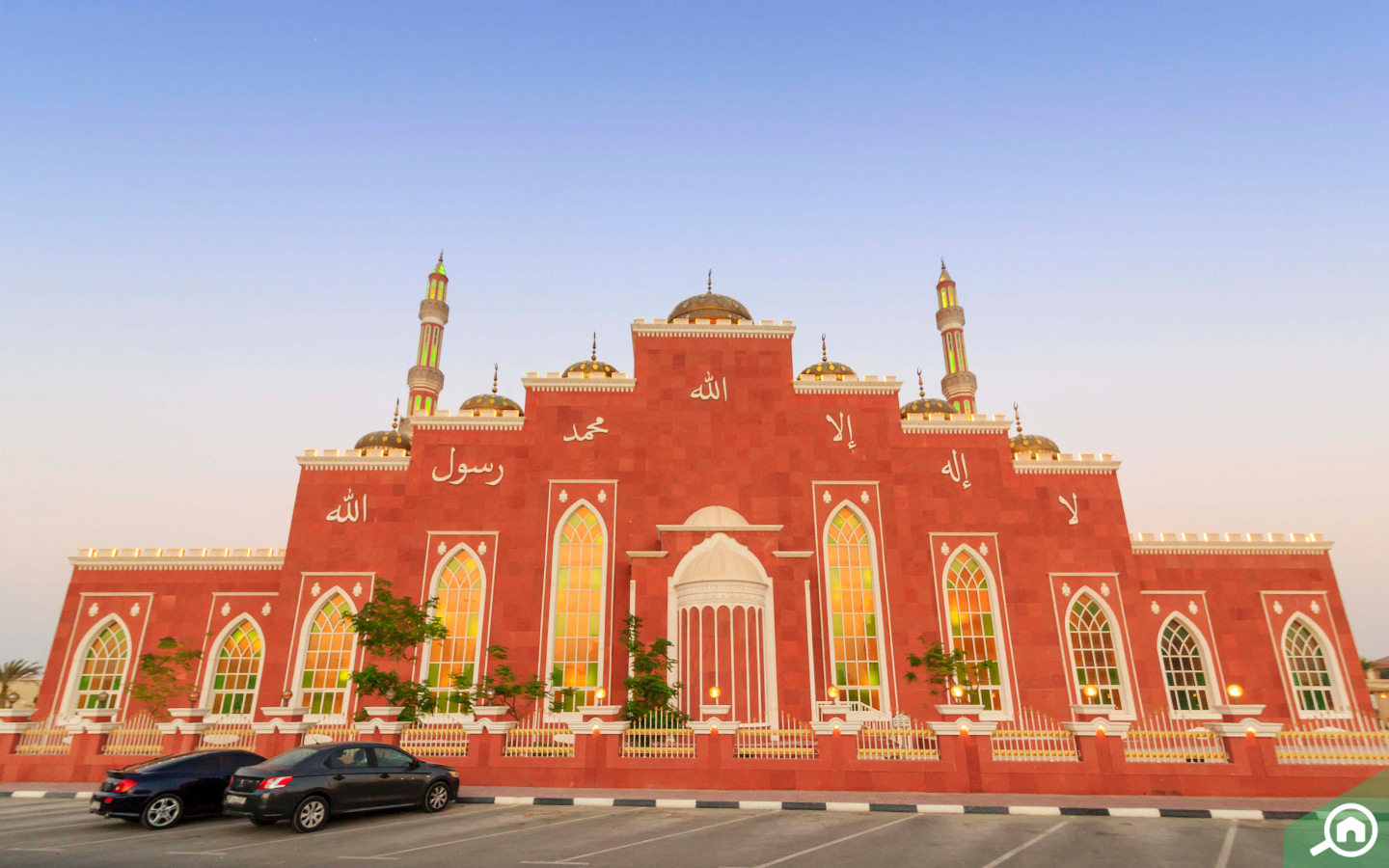 Offer 5 time prayers in most beautiful mosque in Dubai at Al Barsha