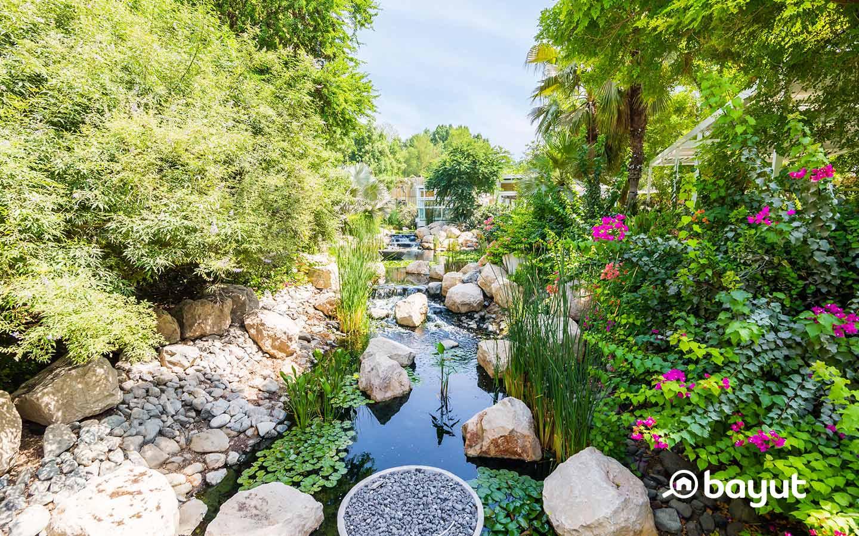 منطقة سكنية تمزج بين الحياة العصرية والبيئة الطبيعية البرية المكونة من حدائق وأشجار وبحيرات عذبة