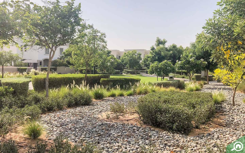 مساحات خضراء شاسعة داخل مجمع الغدير السكني