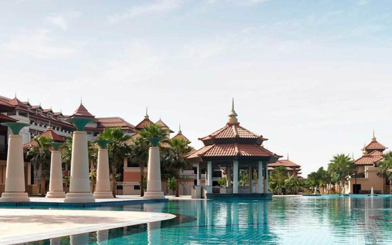 Poolside area at Anantara Dubai