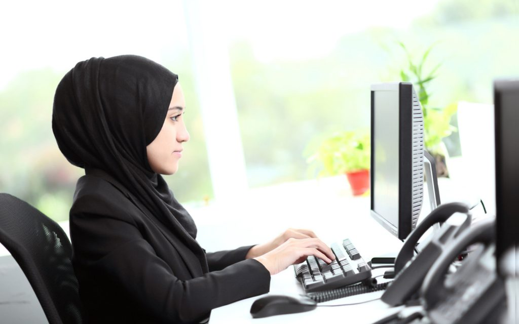 arab woman in customer services
