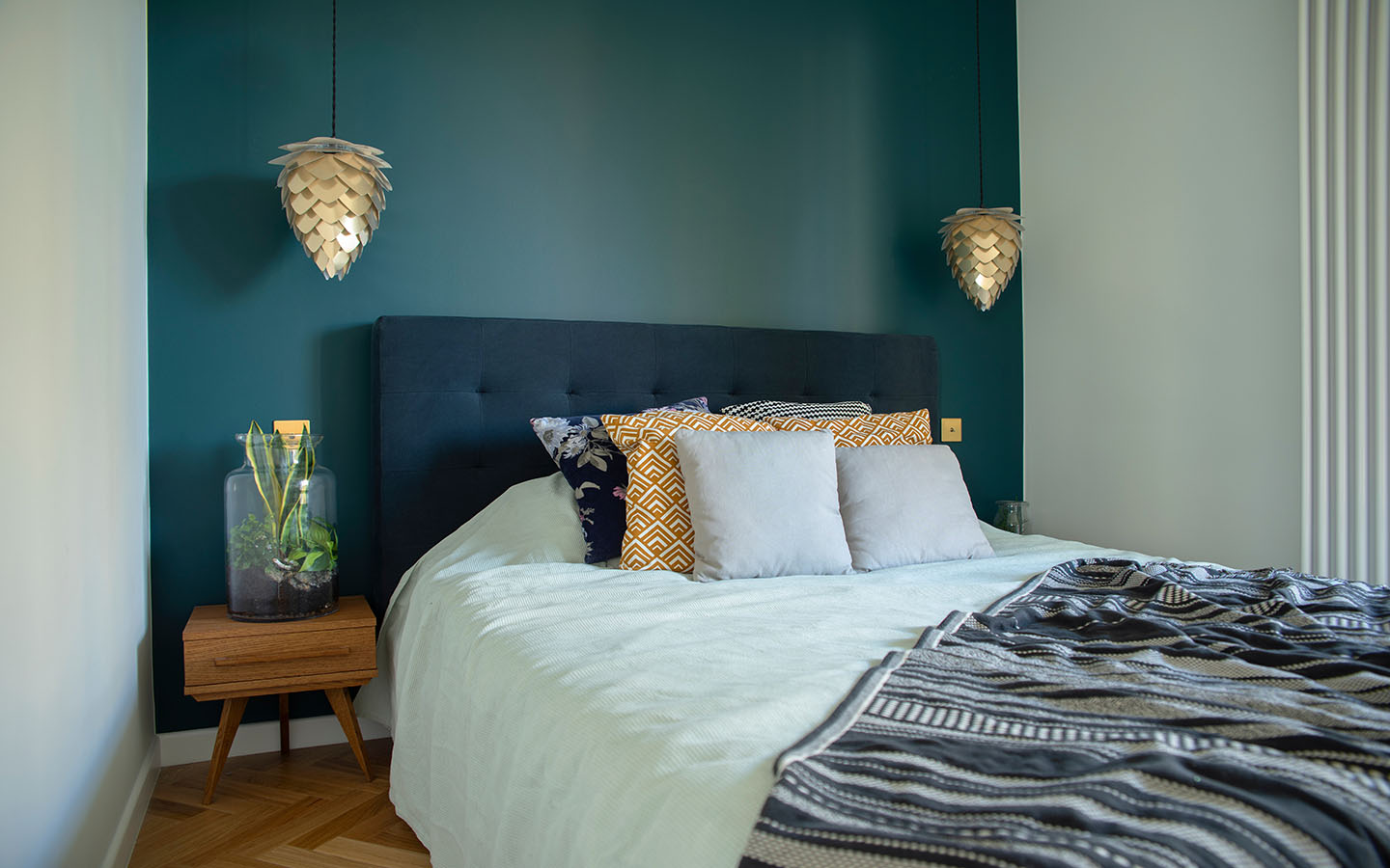 small bedroom with gold lamps