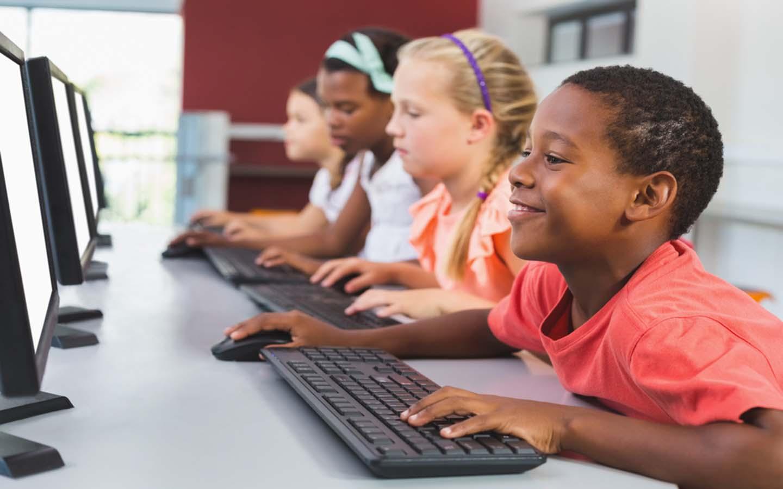 Children acquiring new skills in a computer lab