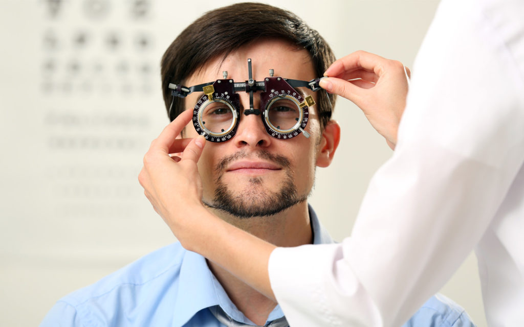 eye test procedure conducted by a lady doctor