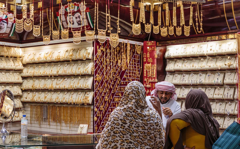 shop selling gold in Dubai