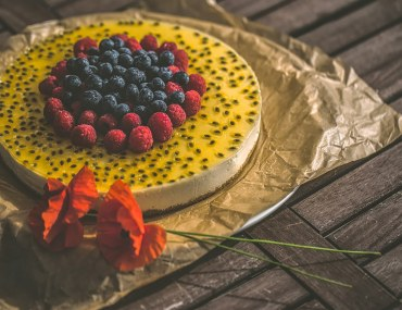 How to Deal with Bad or Loud Neighbours in Dubai: Bake a quick cheesecake and open a dialogue