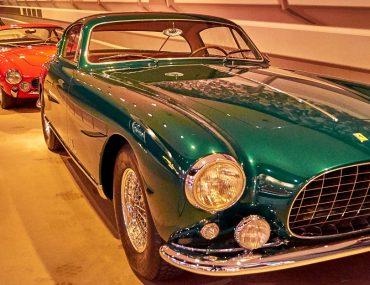 سيارة في متحف الامارات الوطني للسيارات