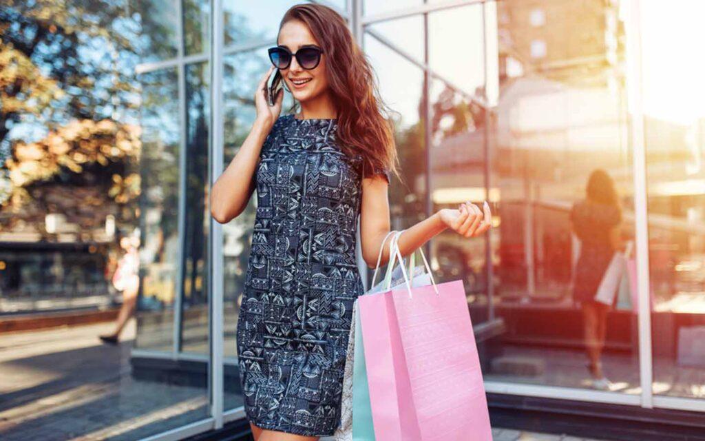 امرأة التسوق