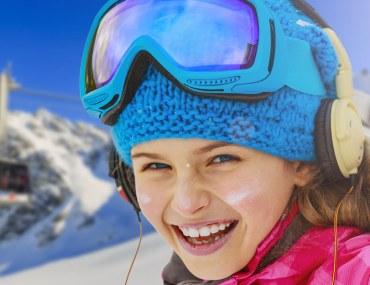 وجهات عالمية قريبة من دبي ننصحكم بزيارتها للممارسة رياضة التزلج على الجليد