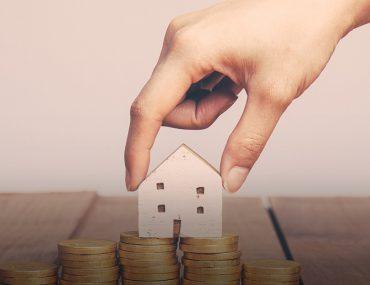 منزل ونقود معدنية