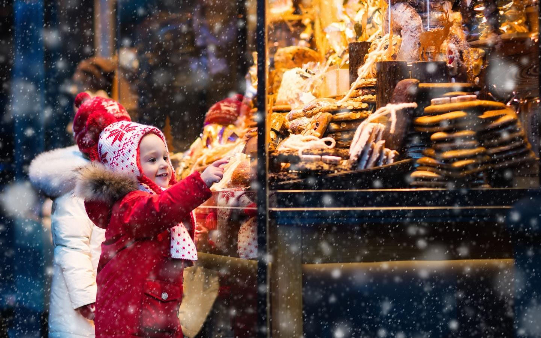 Kids enjoy Christmas cookies
