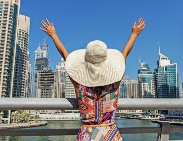 امرأة في دبي