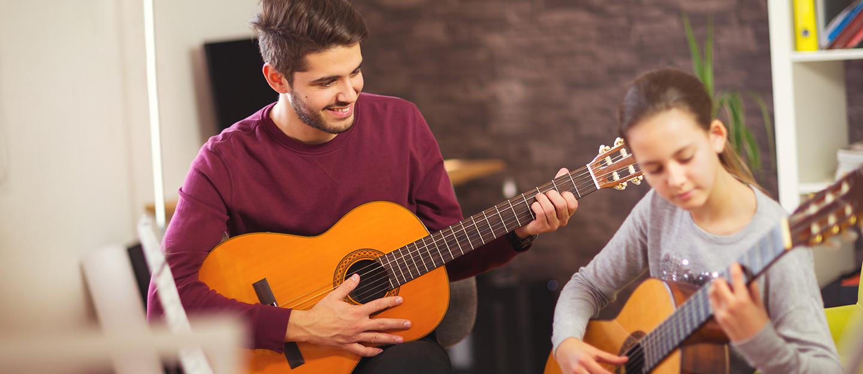 Private guitar class in Dubai