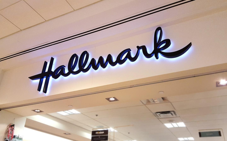 hallmark in dubai marina mall-min
