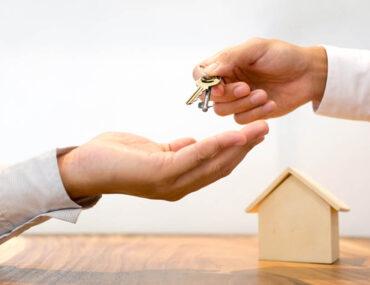 تسليم مفتاح المنزل