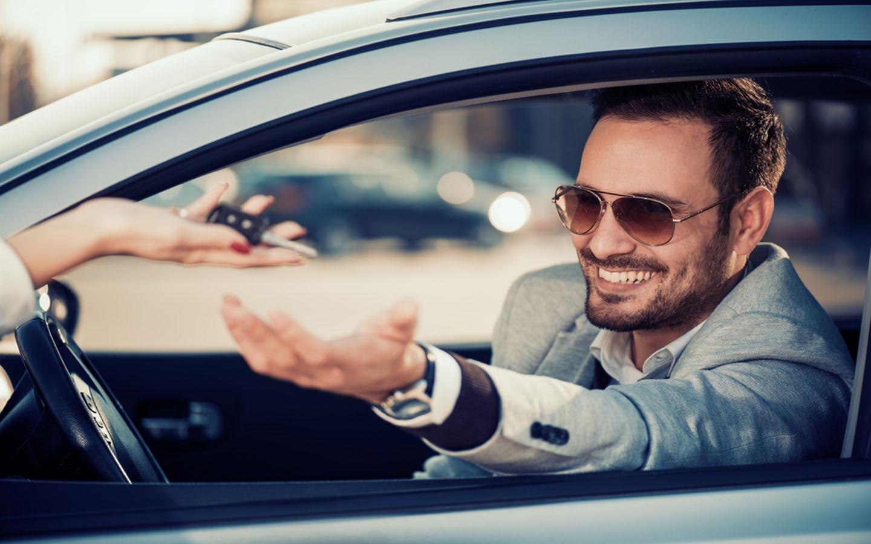 handing key for rented car