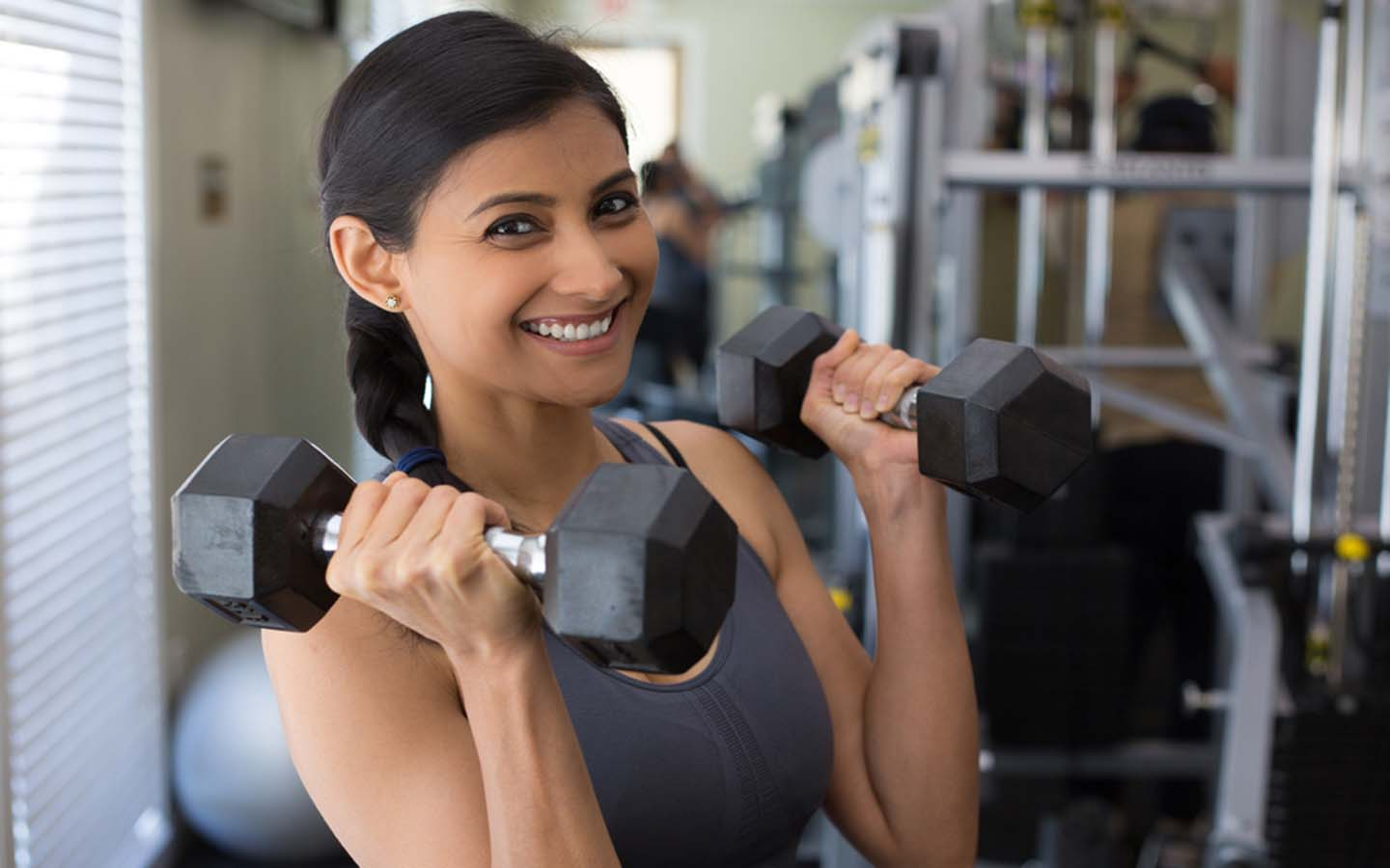 Athletic woman holding free weights