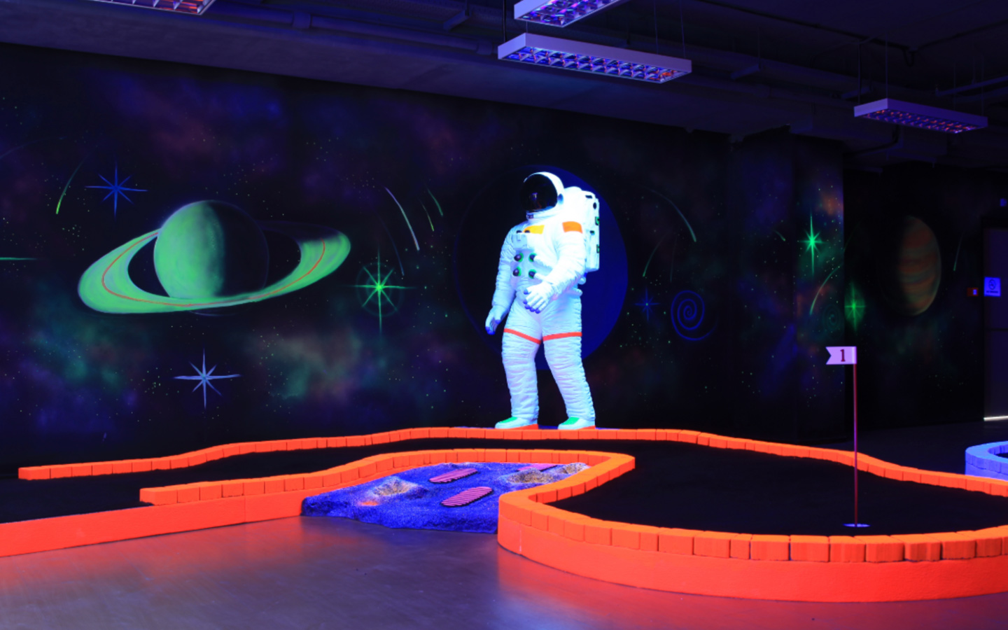 Tee and Putt offer indoor activites in Dubai as a mini golf course