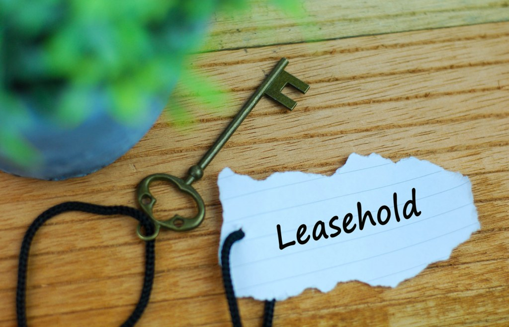 House key with a paper tag that says leasehold