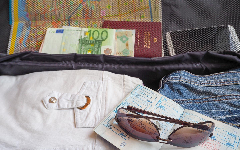 luggage with Dubai passport