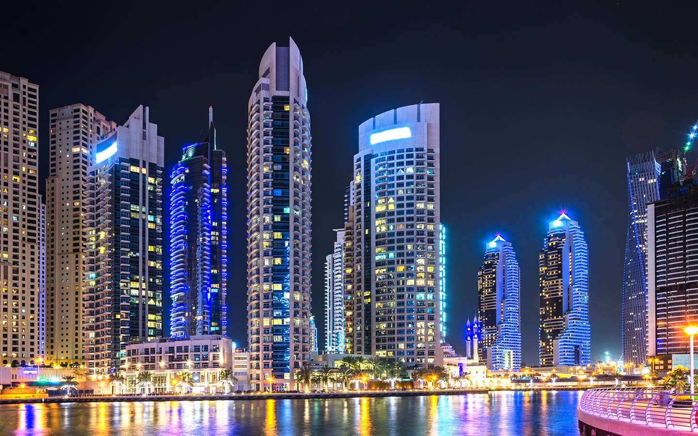 Stay in luxury apartments in Downtown Dubai
