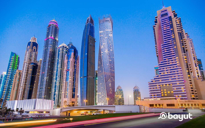 يضم مرسى دبي ممرات للمشاة بطول سبعة كيلومترات على طول الواجهة المائية