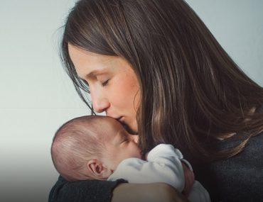 أم ورضيعها