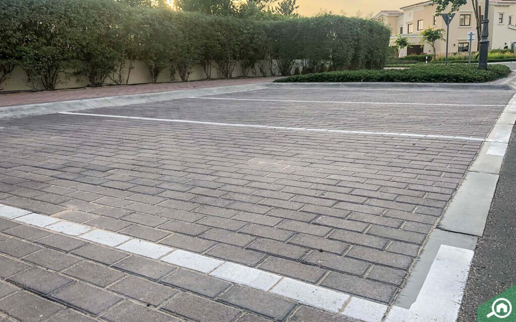 parking spaces in Mira