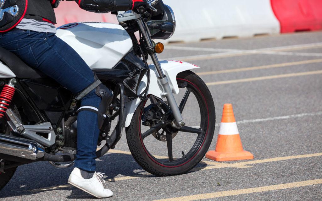 إجراءات ورسوم استخراج رخصة قيادة الدراجة النارية في الشارقة ماي بيوت