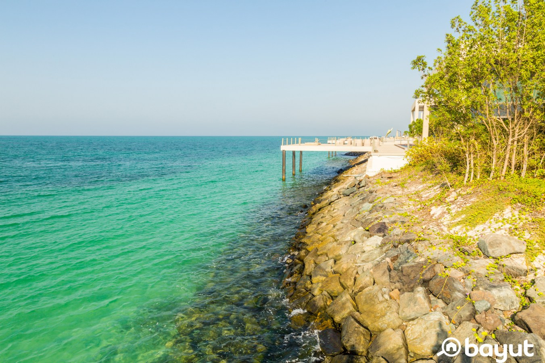 the coast of Nurai Island with luxury villas in proximity