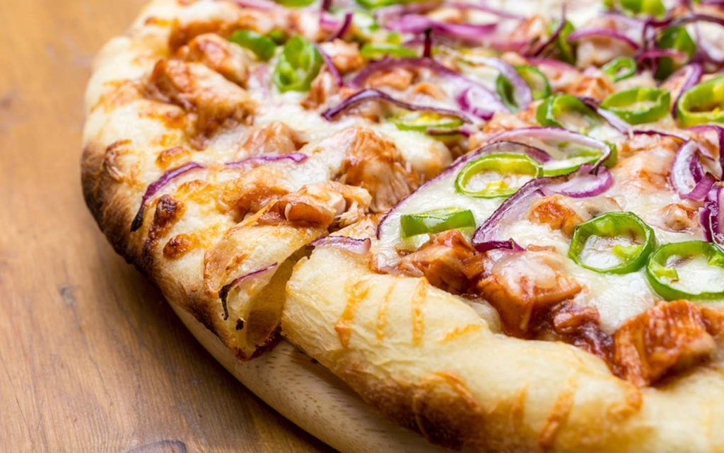 pizza with chunks of chicken