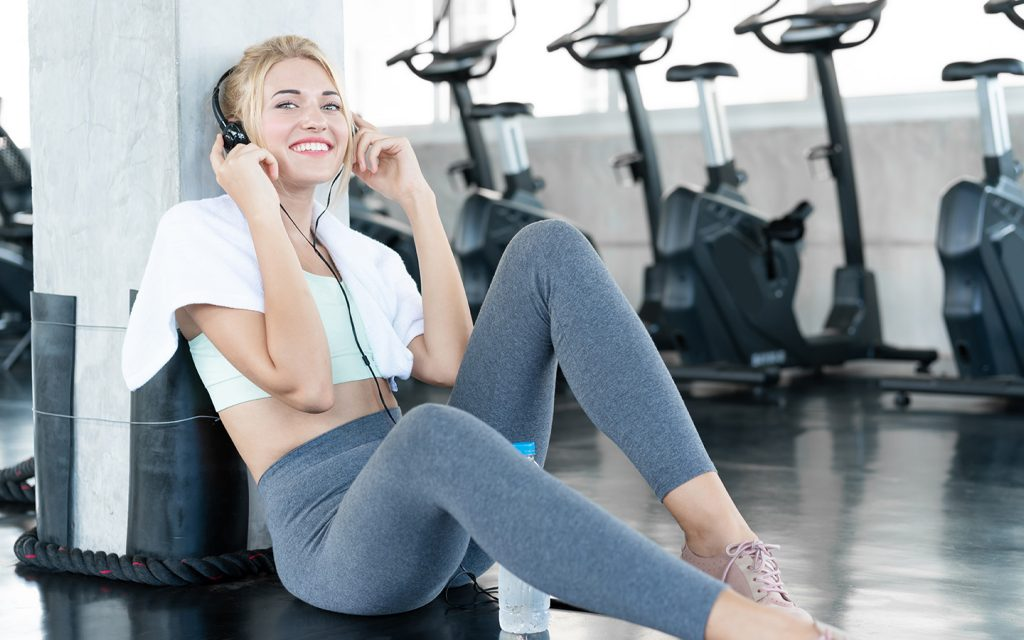 girl listening to a fitness podcast