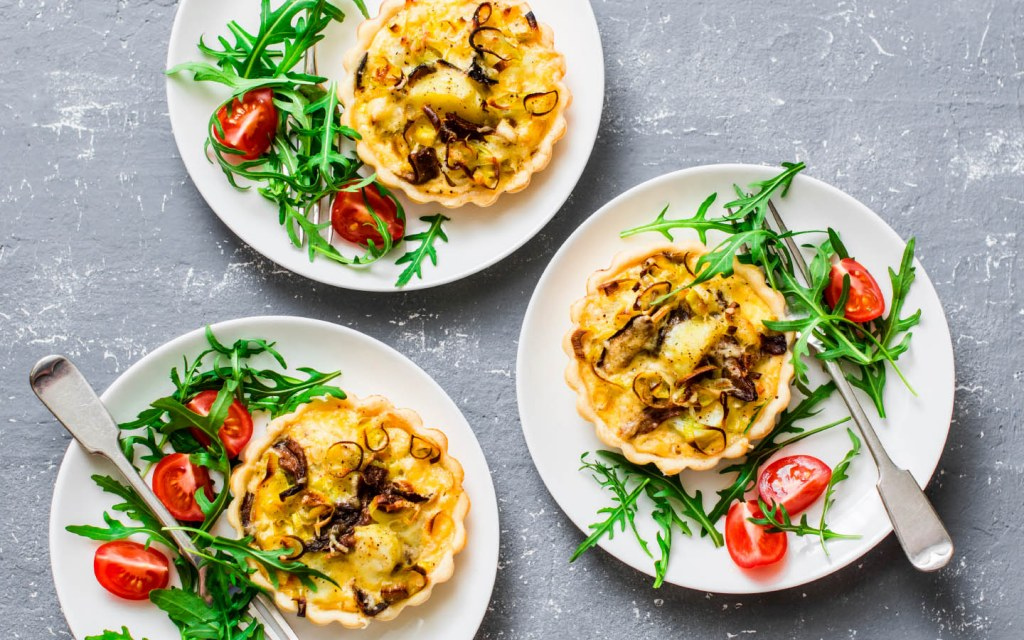 mushroom quiche with vegetables