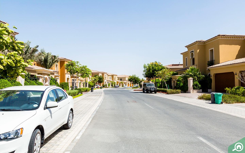 View of street with villas in Saadiyat Island